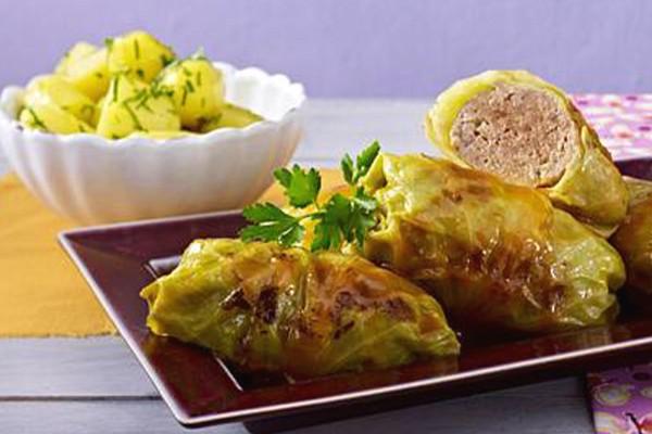 Kohlrouladen in Sauce mit Kartoffelpüree