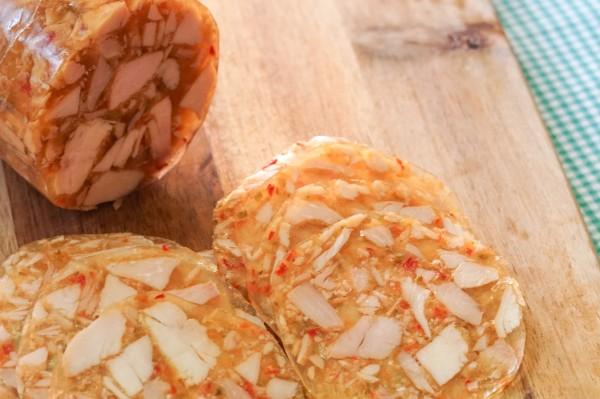 Hähnchensülze, geschnitten