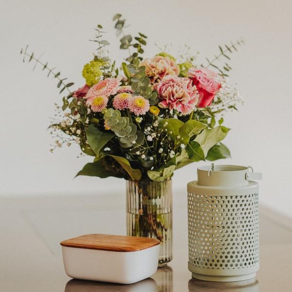 """Blumenstrauß - """"Frühsommergruß- mit Pralinen"""""""