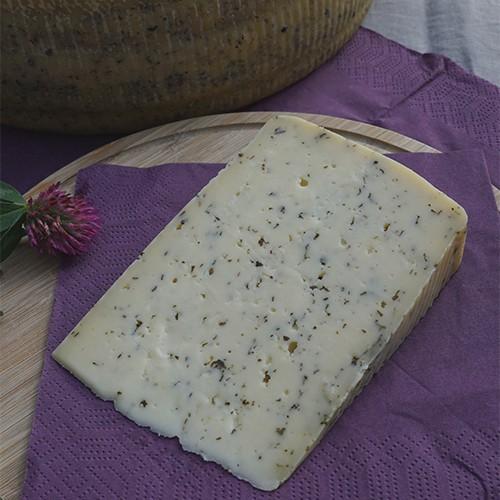 Grausteiner Rohmilchkäse mit Basilikum und Knoblauch