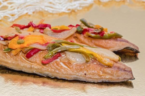 Makrelenfilet mit Paprika